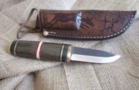 Custom nož sa ručkom od hrasta